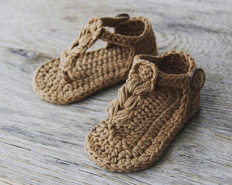 Pin By Oliwia Brodzinska On Boho Style Shoes Crochet Baby Shoes Crochet Baby Sandals Baby Shoes