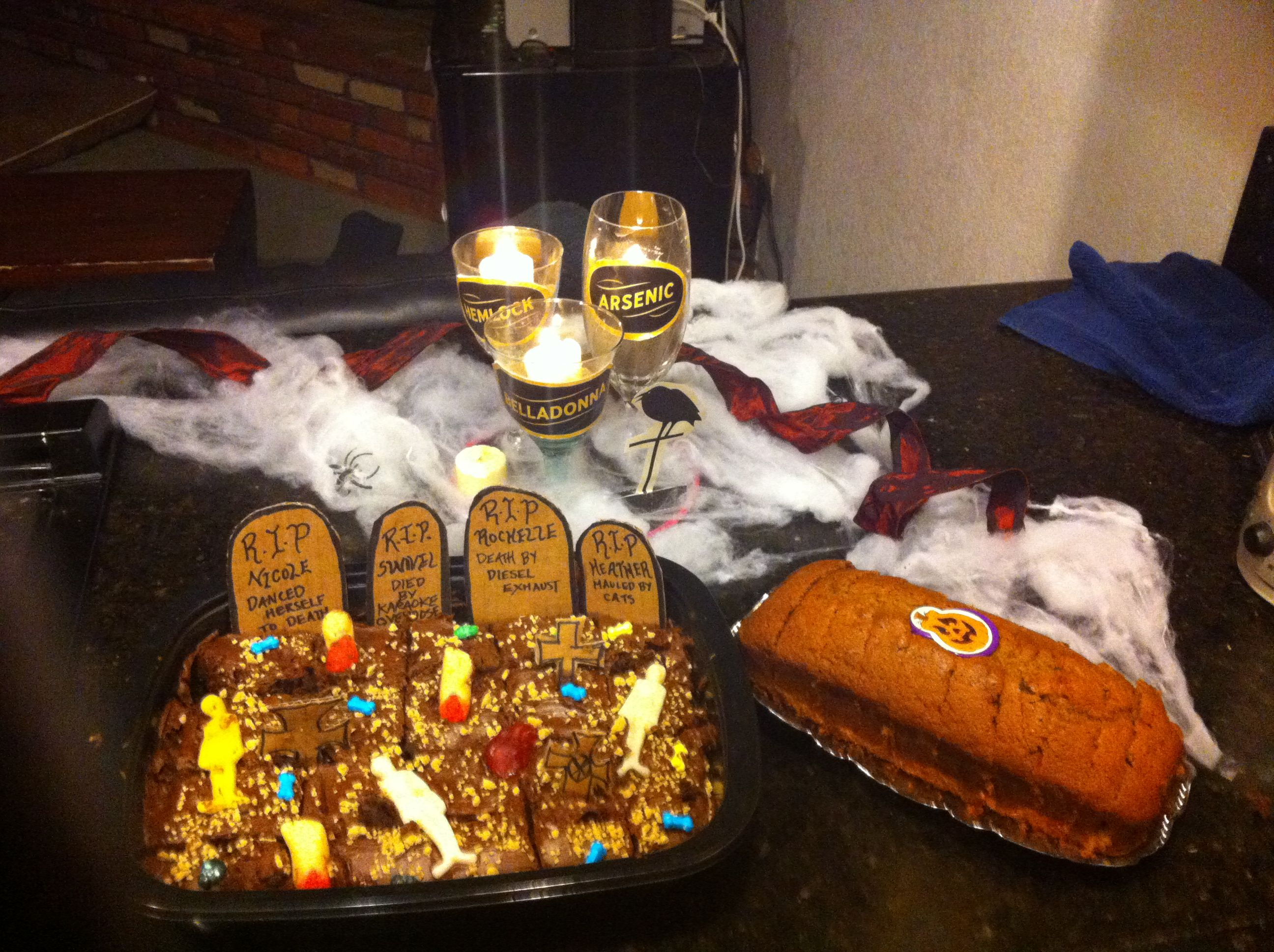 Halloween Table Decorations and Graveyard Brownies My Rugged Glam - Halloween Table Decorations Pinterest