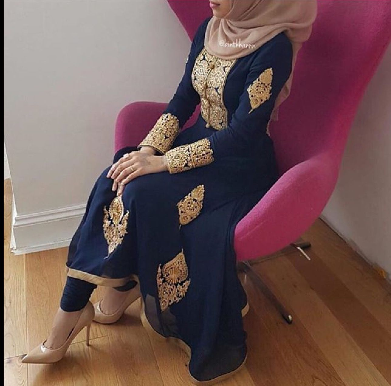 This Is A Beautiful Dress For A Wedding Guest Muslim Outfits Fashion Muslim Fashion [ 1270 x 1287 Pixel ]