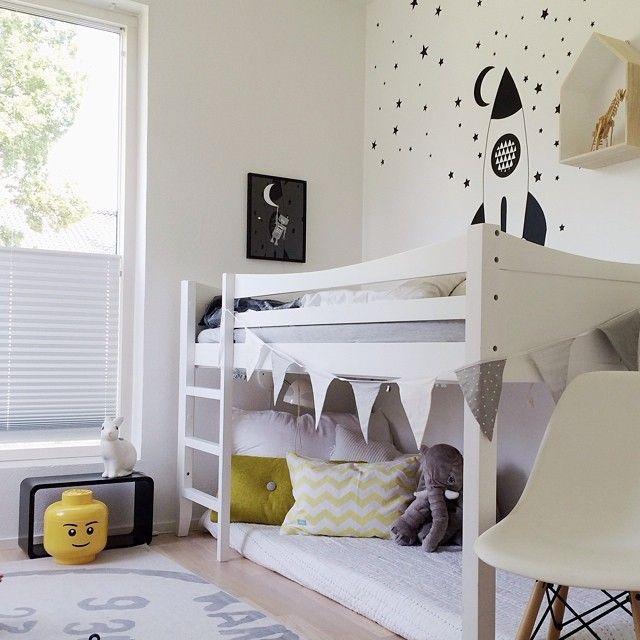 Letti Bassi Per Bambini Ikea.Ikea Kura Bed Painted White Jungenzimmer Kinder Zimmer Zimmer