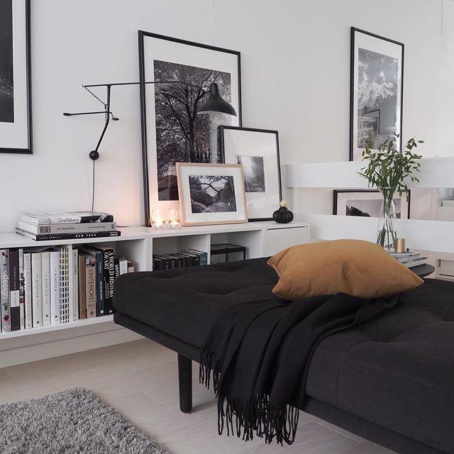 Modernes weißes Bücherregal #architecturallighting