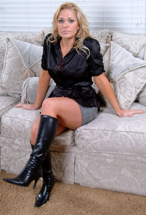 Dominant Ladies in leather boots