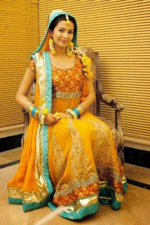 Pakistani Mehndi Dresses 2014