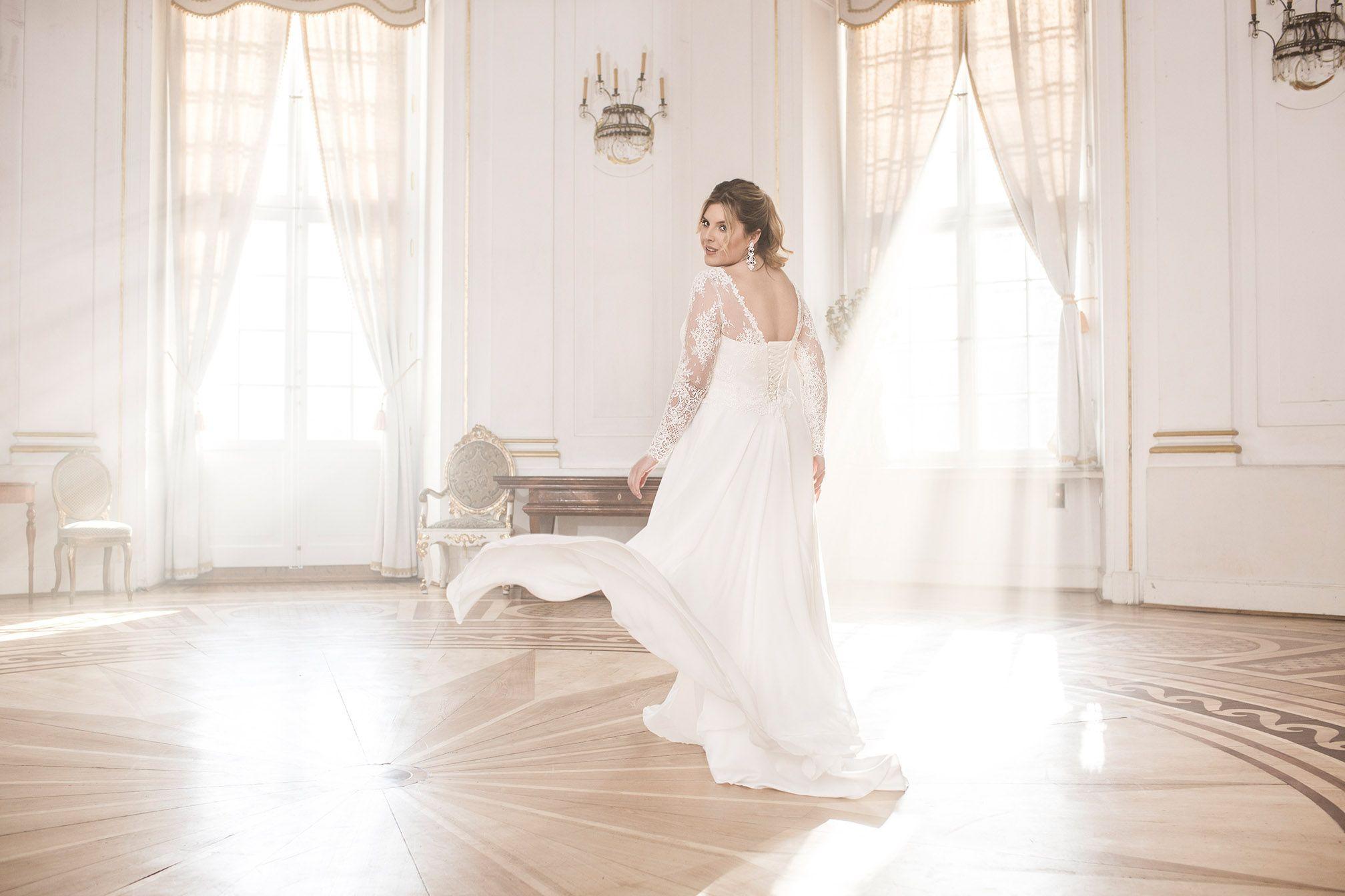 Wunderschöne Brautkleider für cury brides bietet die Lovely