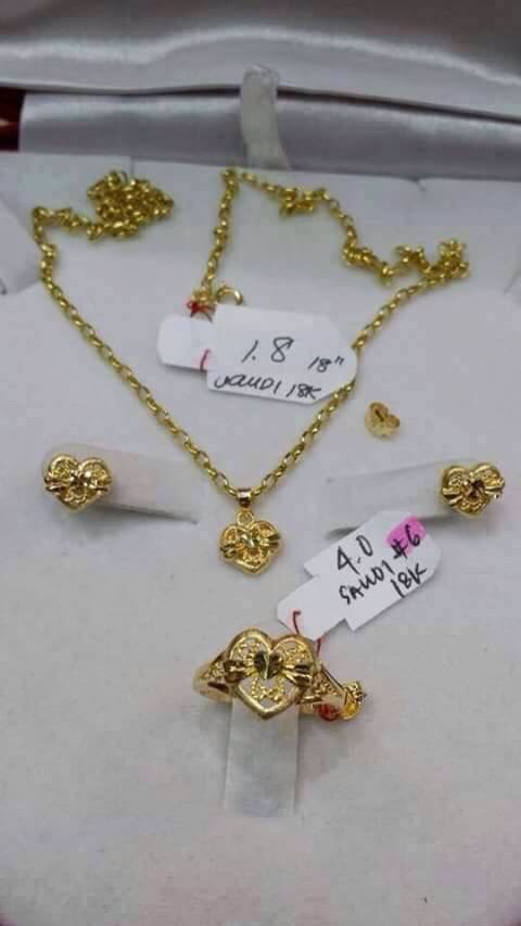 For sale 18K Saudi Gold Jewelry Set Earrings Ring Necklace