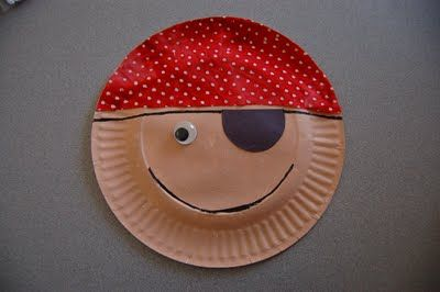 I HEART CRAFTY THINGS: Story Time Tuesday w/ Paper Plate Pirate Craft, make slot for mouth and put artic words inside (slp idea from speechladyliz.blogspot.com)