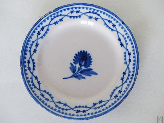 Lunéville earthenware plate. French antique plate from the Restoration period 1830-1840