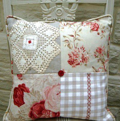 linda convinacione de cojin patchwork blondas cojines coj n de patchwork y cojines bordados. Black Bedroom Furniture Sets. Home Design Ideas