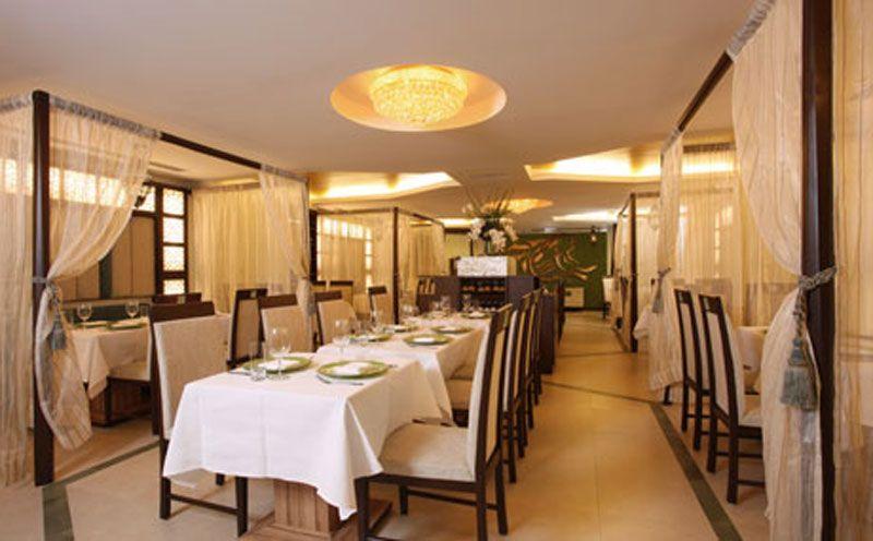 Http Www Newyorkmarkt Com Wp Content Uploads 2011 08 Modern Indian Upscale Restaurant Inte Restaurant Interior Restaurant Interior Design Upscale Restaurants