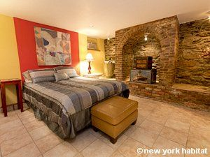 This Charming 2 Bedroom Apartment Is Located In The Vibrant Midtown West Area Of Manhattan Its Maple Colored Furnished Apartment New York Apartments Apartment