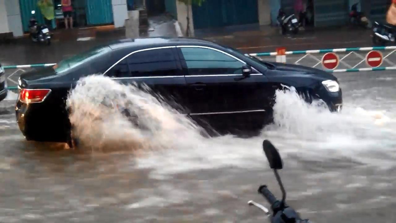 Kinh nghiệm xử lý khi ôtô ngập nước