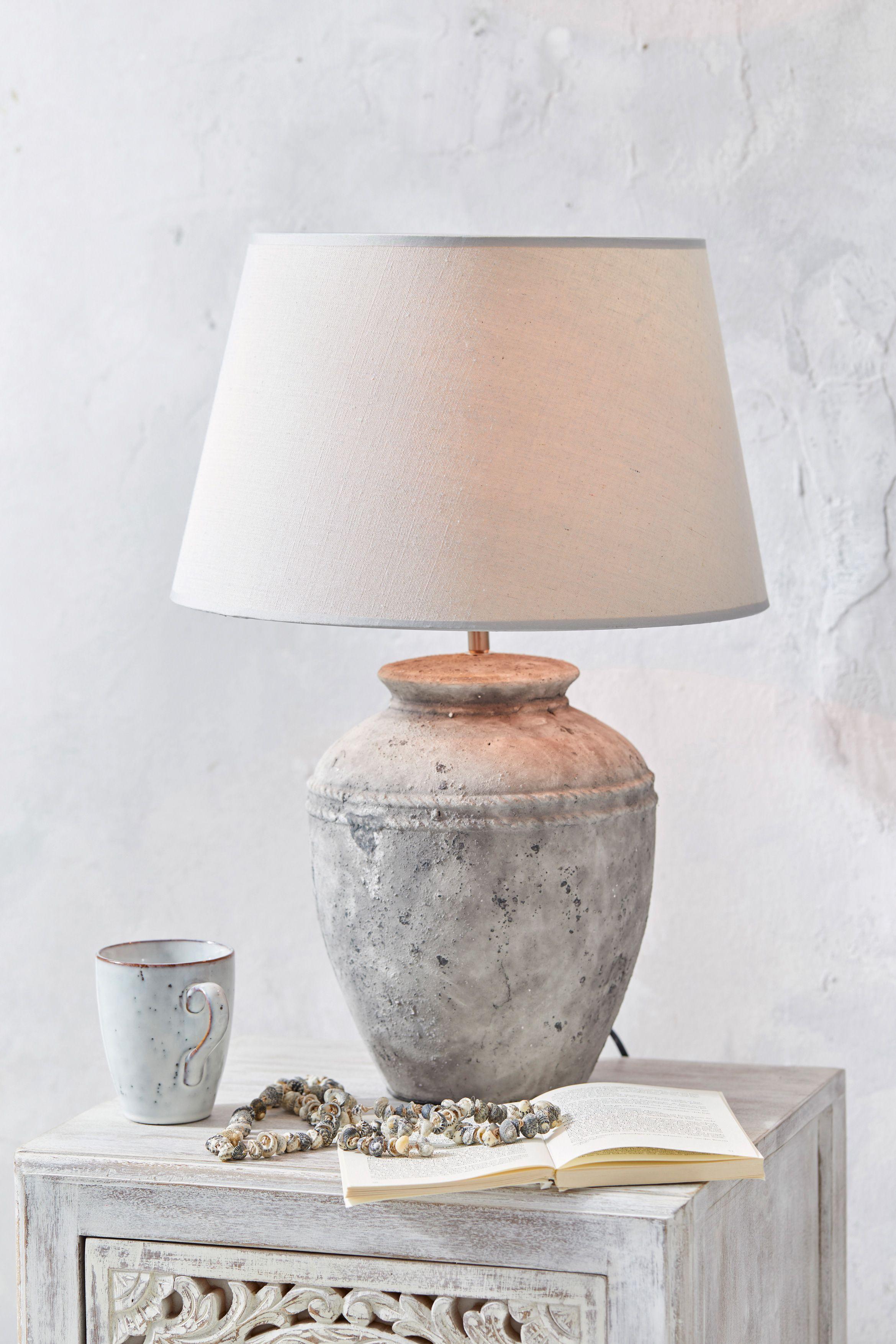 Une Lampe A Poser Tres Originale Avec Son Pied En Ceramique Facon