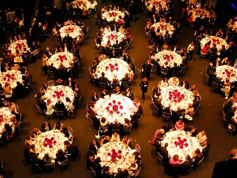 "The spectacular aerial view of the gala dinner More than 500 guests dined in the very stage of the Teatro Real. The same scenario where the representation of ""Death in Venice"" tomorrow begins."