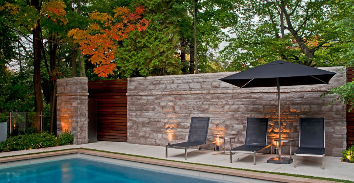Stone walls landscaping landscaping ideas for privacy for Privacy barrier ideas