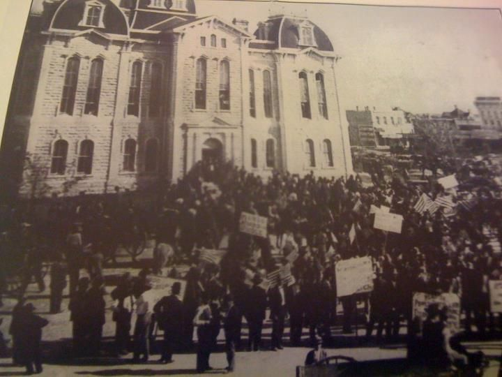 A Political Rally In Front Of The Courthouse In Weatherford Tx Late 1800s Or Early 1900s Photo From The Doss Heritage Weatherford Texas Photo Old Photos
