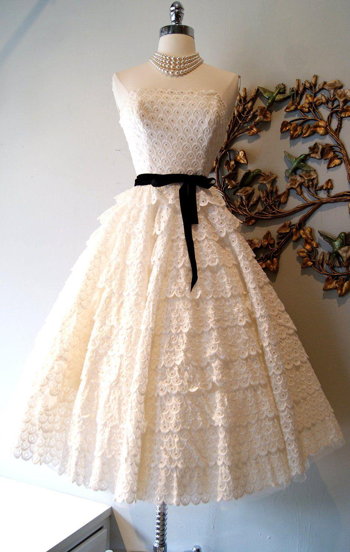 1950s lace dress  vintageweddingdressbridalgowninspirationfrometsylaceeyelit