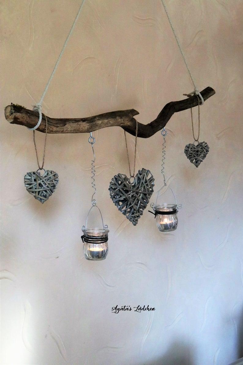 Große Fensterdeko im Landhausstil, Romatische Treibholz Deko Weiden-Herzen zum Hängen, Vintage Dekoast mit Windlichtern, Geschenk Freundin