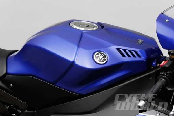 Image Result For 2017 Yamaha R1 Fuel Tank