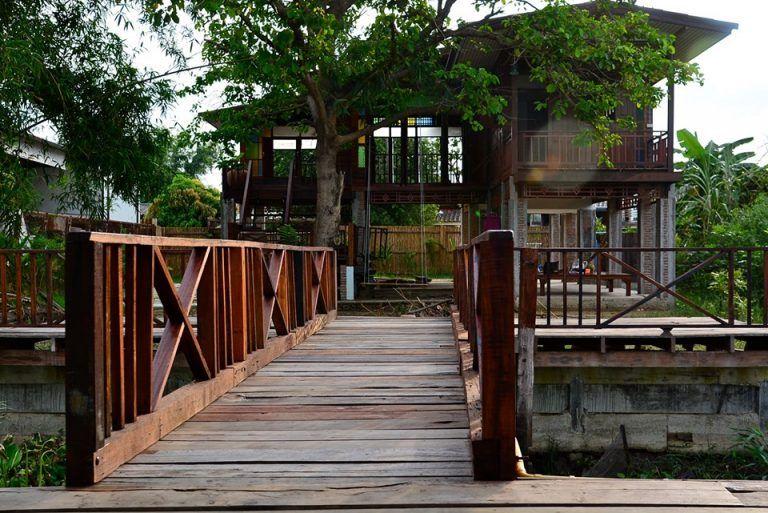 บ านส ร อน แบบบ านไม ยกใต ถ นส ง หน าต างรอบบ านเป ดร บลม และกระจกส สวยงาม Ihome108 House On Stilts House Exterior Thai House