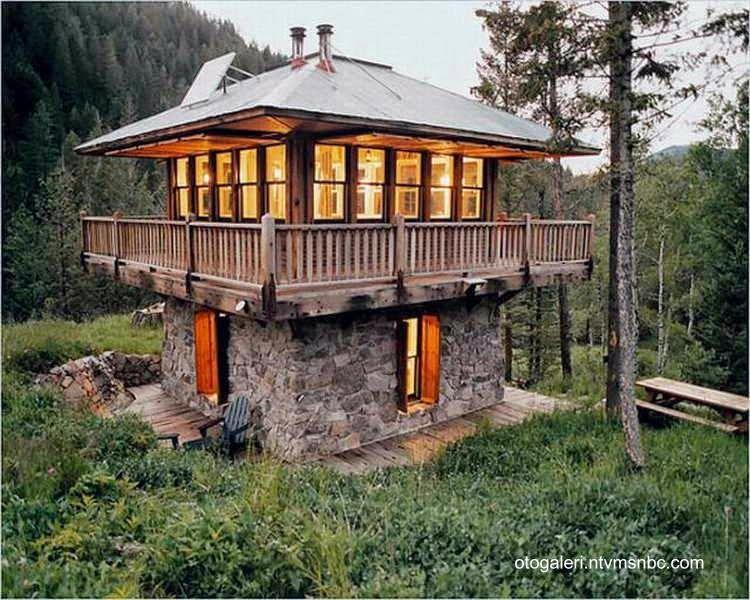 Construcci n r stica de base cuadrada con techo de chapa for Modelos cabanas rusticas pequenas