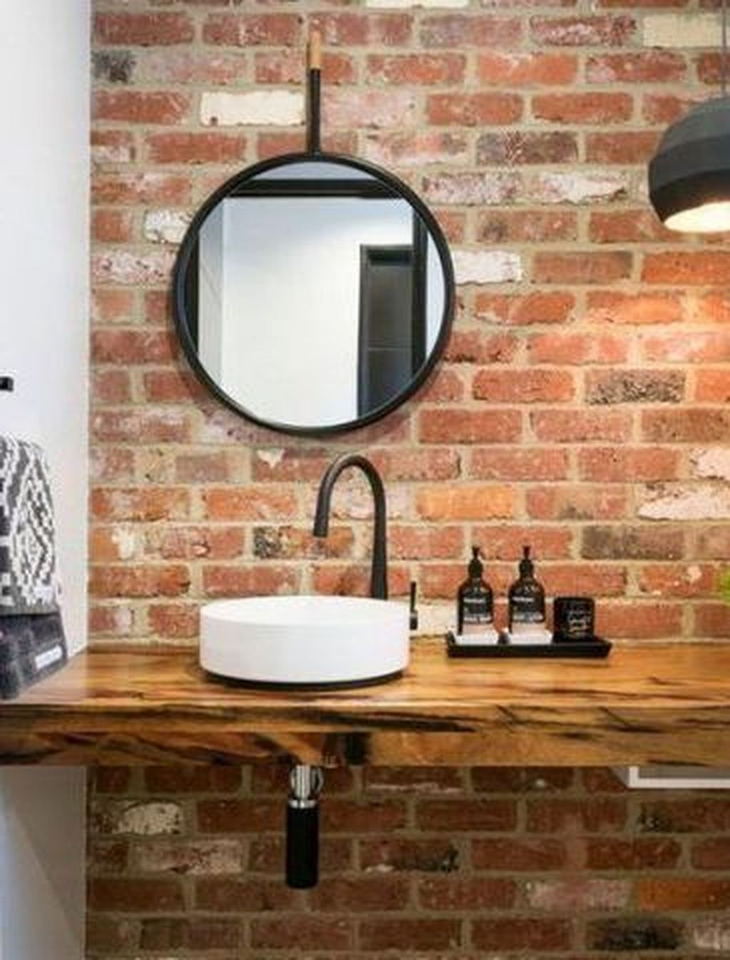 36 Modern Bathroom Design Ideas With Exposed Brick Tiles In 2020 Lazienka