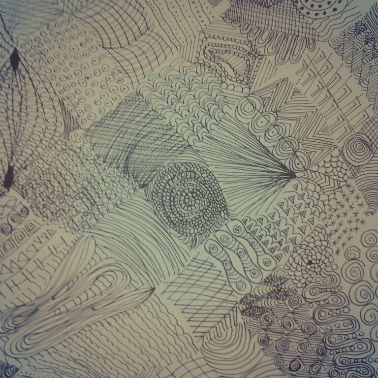 Ein Musterteppich:  Ein Blatt nehmen. Viele verschiedene Kästchen machen. Eigene Muster reinzeichnen. Und fertig.