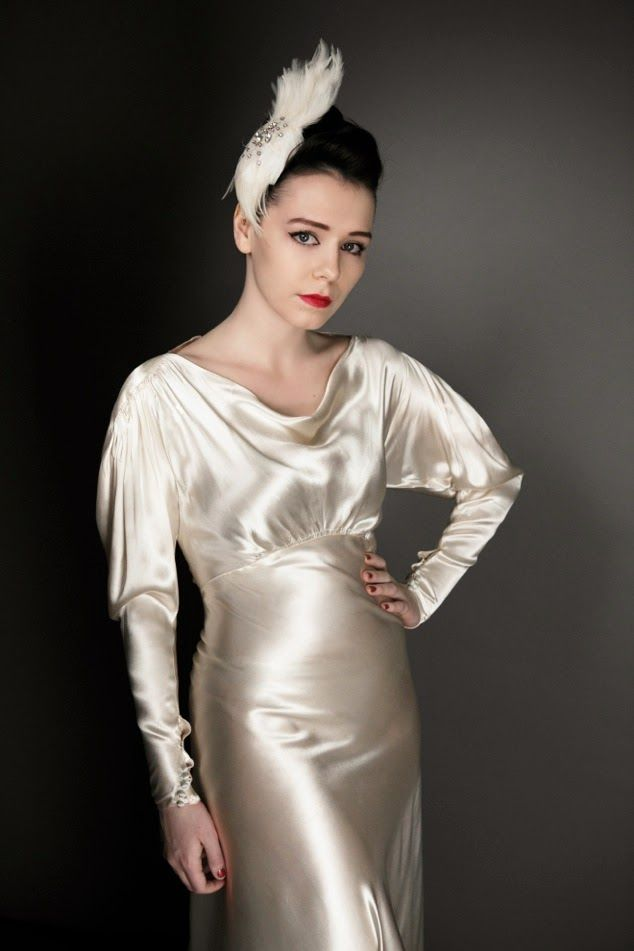 Vintage 1930s Satin Wedding Dresses Glamorous Gold Satin
