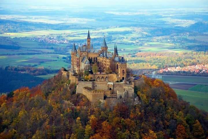 Hohenzollern Castle In Black Forest Of Germany Zwarte Bos Duitsland Duitsland Kastelen Kasteel Neuschwanstein