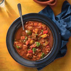 Goedgevulde Spaanse uiensoep met rundvlees.