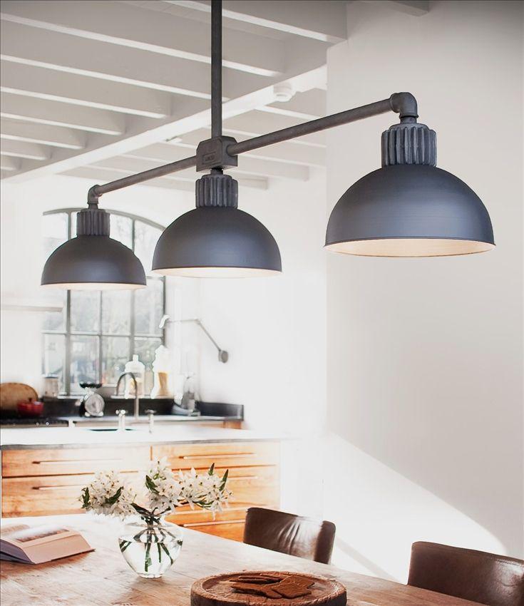 Deze landelijke-industriële hanglamp maakt een landelijke eetkamer ...