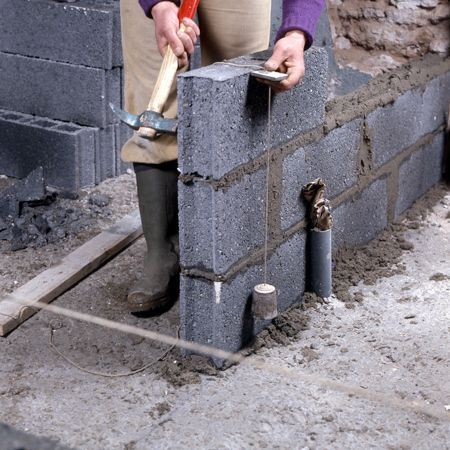 Comment monter une cloison en parpaings? Construction, Block wall - Enduire Un Mur Exterieur En Parpaing