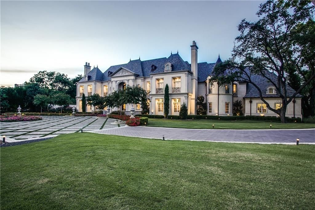 5139 Seneca Dr Dallas Tx 75209 Mls 14255568 Zillow French Chateau Homes Chateau Style Mansions