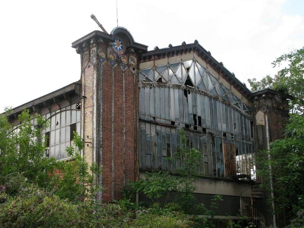 La  Gare Lisch ou Embarcadère du Champ de Mars, ou encore ex-Gare des Carbonnets, et même Gare électrique de Bois-Colombes, ces dernières années