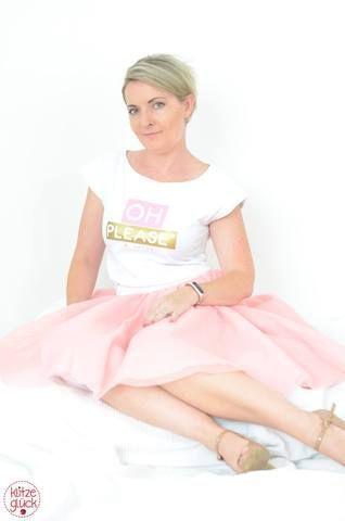 ⭐ Oh, Please - Tüllrock von Klitzeglück ⭐ #tüllstoff Softtüll Ballerina - Tüll - Stoff - Ballerinatüll - Brauttüll - Tüllrock ist Mademoiselle von Lilabrombeerwölkchen aus Feintüll vom Glückpunkt.Shop, das Shirt ist ein Freebie von MariaDenmark Sewing, das Kimono Tee aus Baumwolljersey - Plotterdatei von shhhout - Glückpunkt. #tüllstoff ⭐ Oh, Please - Tüllrock von Klitzeglück ⭐ #tüllstoff Softtüll Ballerina - Tüll - Stoff - Ballerinatüll - Brauttüll - Tüllrock ist Ma #tüllstoff