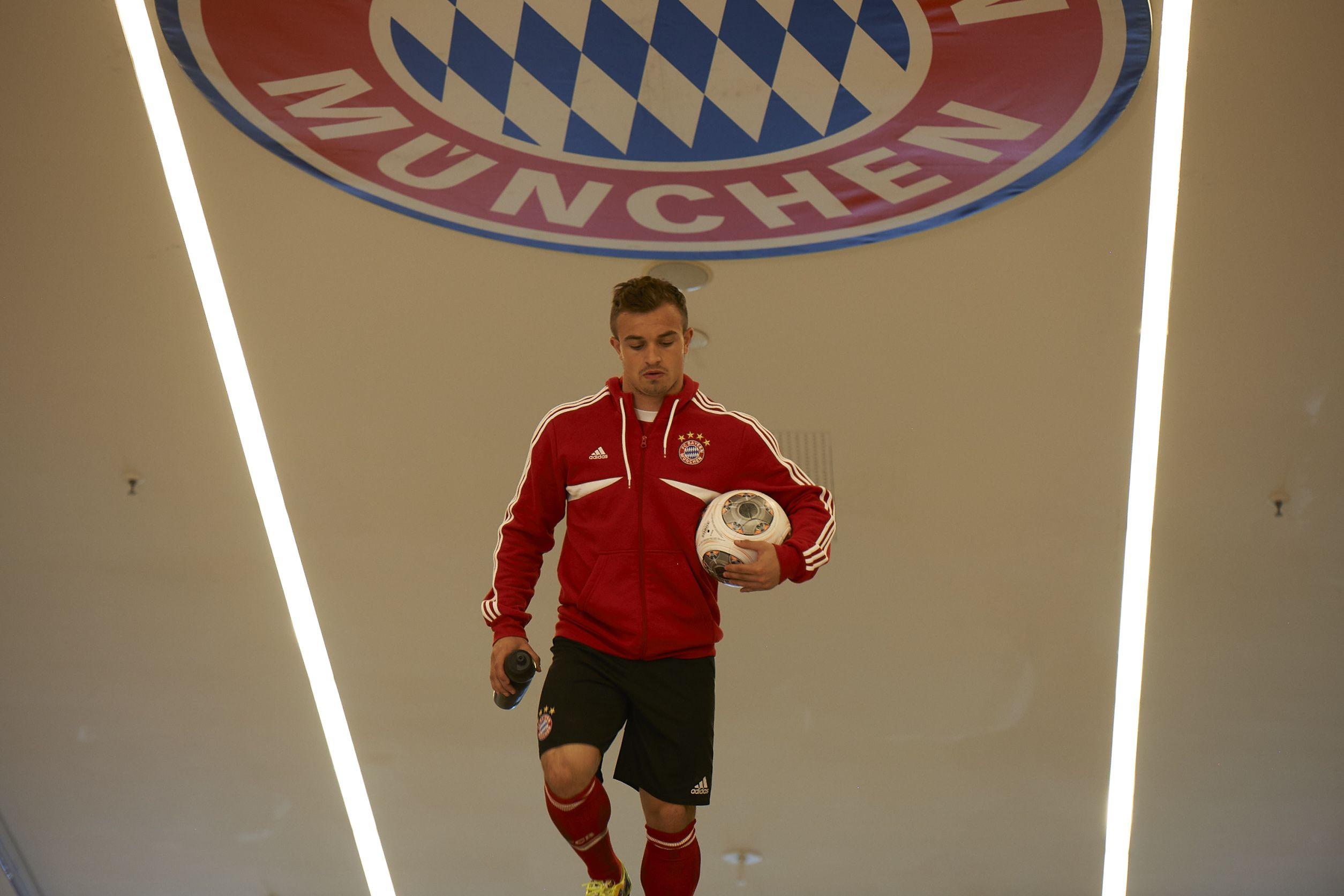 Making Off Allianz Suisse Spot Mit Xherdan Shaqiri With Images Bayern Munich Bayern Character