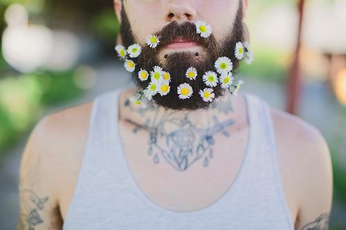 Tendencia. Hombres. Flores. Barbas