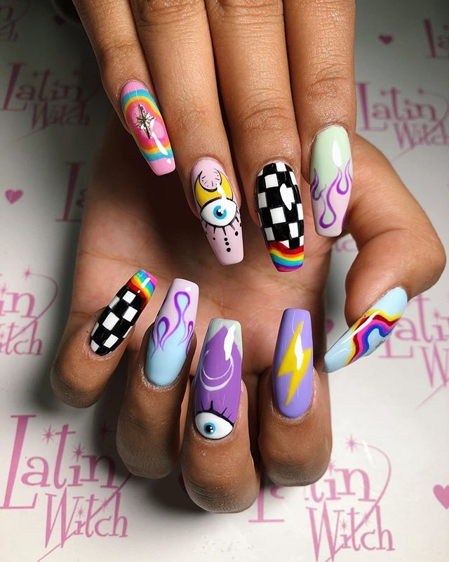 "🕯Latin Witch ClubX Freida 🕯 on Instagram: ""Uñitas pintadas a mano por Mons ✨💜🌈⚡️🔥👁🖤🌙 Diseño de @alicemcnails 💖 . . . #nailsofinstagram #cutenails #cute #nails #latinwitch…"""