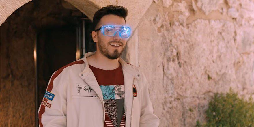 Enes Batur Un Yeni Sinema Filmi Gercek Kahraman In Fragmani Yayinlandi Sinema Gercekler Fotograf