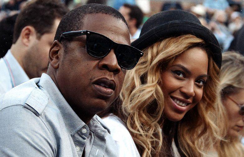 Jay Z paga fianças de detidos em protestos raciais nos EUA Biógrafa do rapper diz que ele deu 'dezenas de milhares' de dólares. Protestos começaram após assassinato de jovem negro desarmado por policial branco.