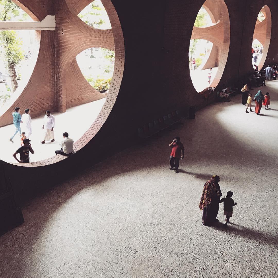 Iwan Baan Iwanbaan On Instagram Inside Louiskahn Hospital Dhaka Bangladesh S Am Basel Bengalstre Louis Kahn Architecture History Indian Architecture