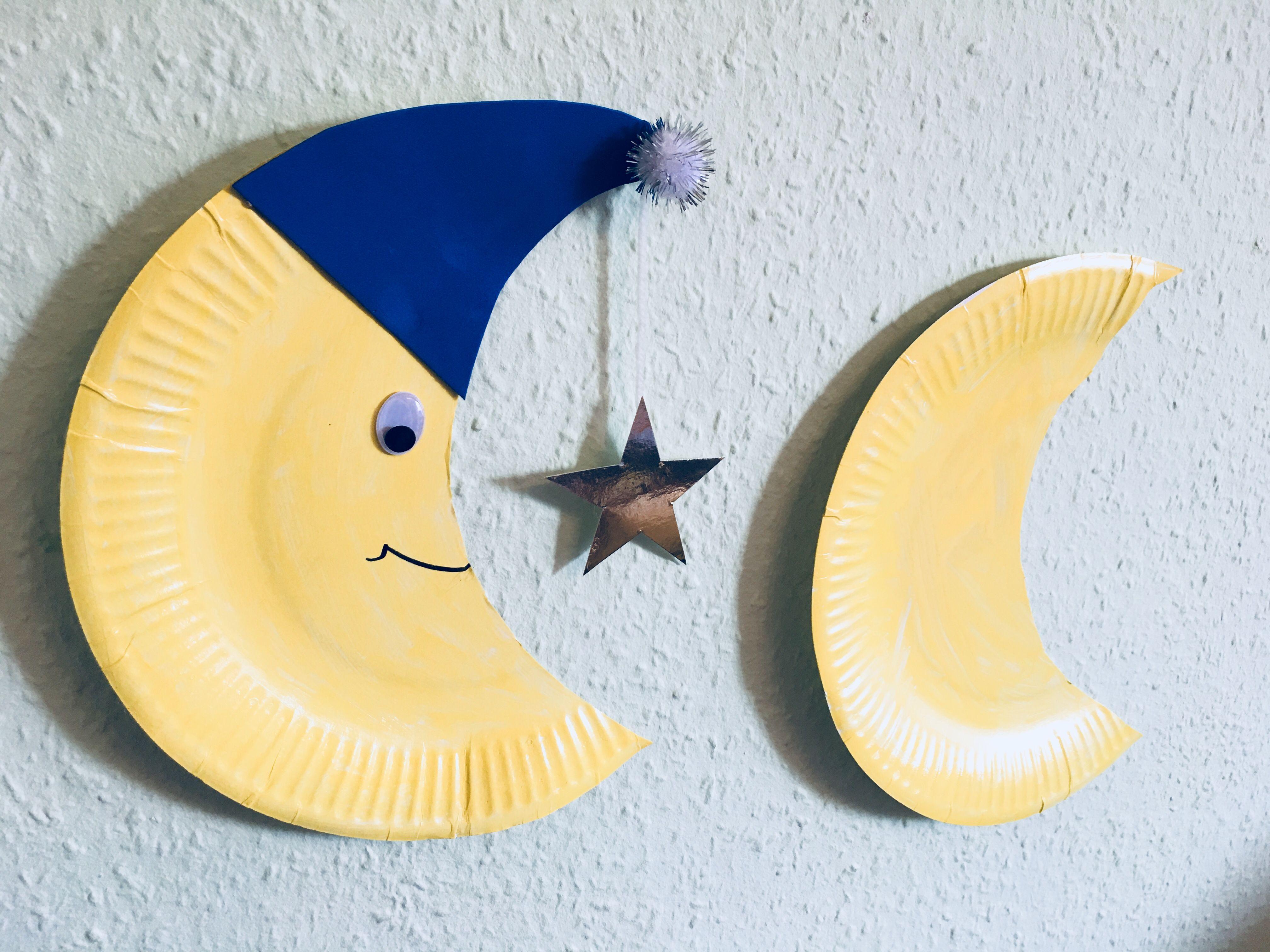 Einen Mond aus Pappteller mit Kindern basteln #herbstbastelnmitkindernfensterbilder