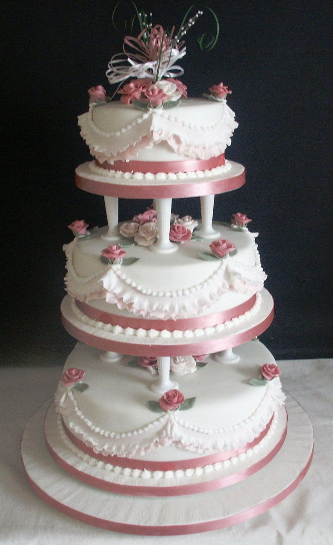 Traditional Wedding Cakes With Pillars Traditional Wedding Cakes