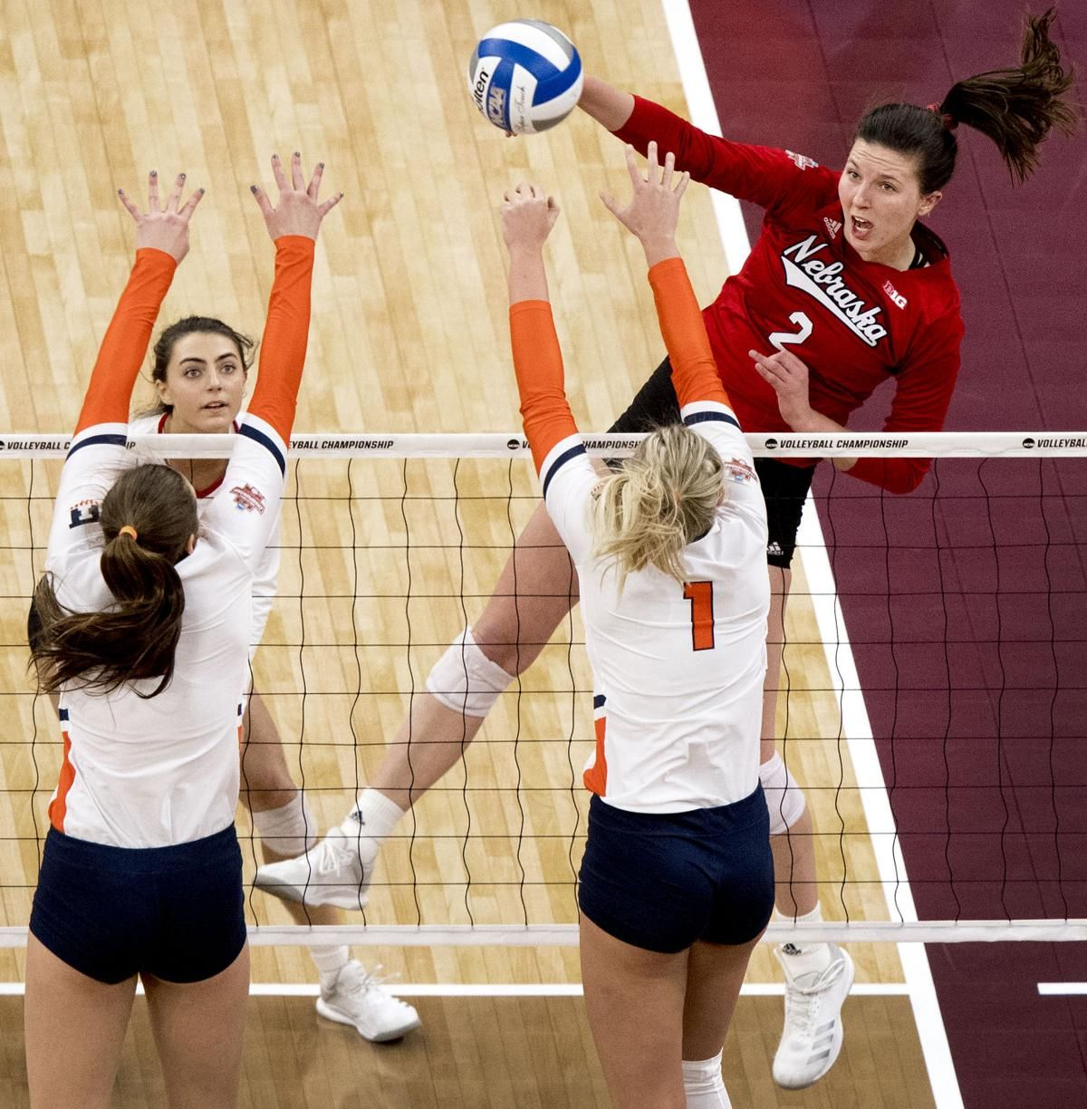 Final Four Notes Huskers Dig Deep With Seniors Careers On The Line Female Volleyball Players Volleyball Team Pictures Volleyball Posters