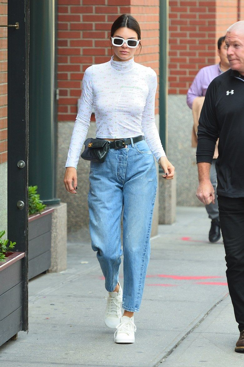 Kendall Jenner mom jeans outfit