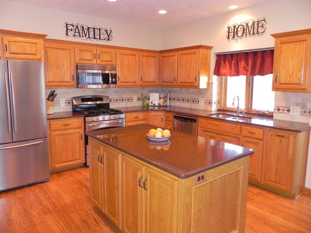 Best Traditional Kitchen With Stone Tile Ultracraft Destiny 400 x 300