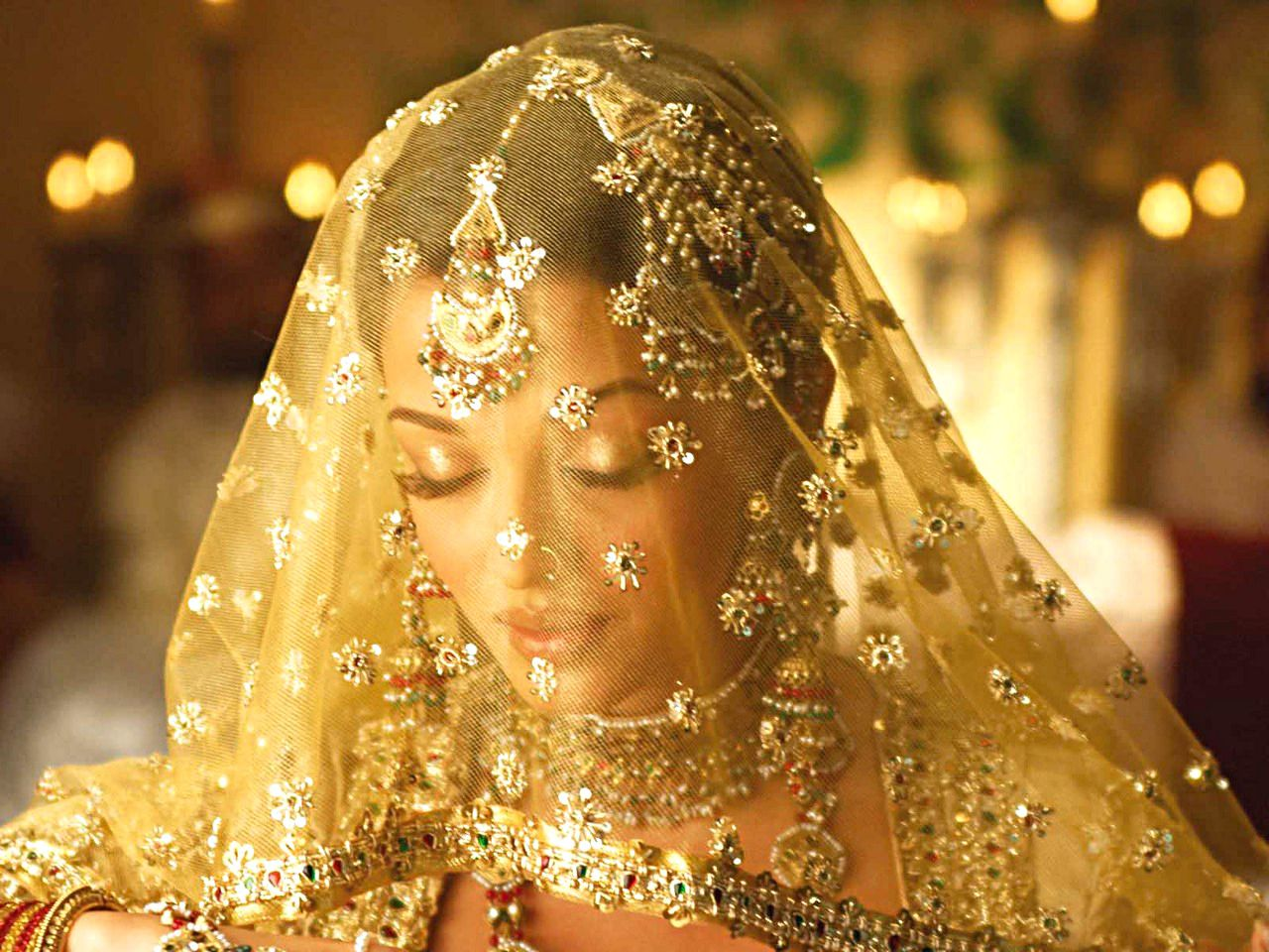 Aishwarya rai wedding dress  Pin by Claudiaus Cosmos on Ethnic Diversityy ud You u Me  Pinterest
