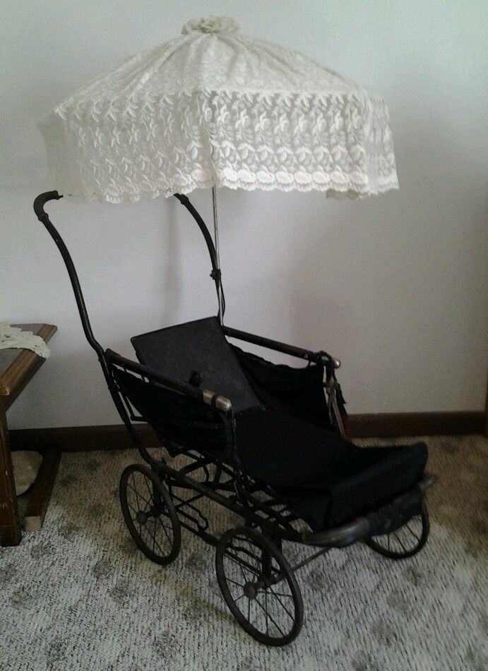Antique baby stroller looks like my Mom's (minus the parasol)