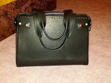 Černá kabelka (jako NOVÁ) Prodám tuto málo  44b50e13bfe