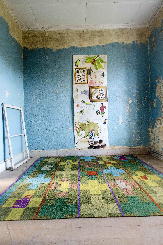 Gudrun Sjödéns Winterkollektion 2014 - Der Teppich Leo wurde mit Kettenstichen aus Baumwollgarn bestickt. Erhältlich in den beiden Farbstellungen Sharon und Dunkelschokolade. http://www.gudrunsjoeden.de/wohnen/produkte/teppiche