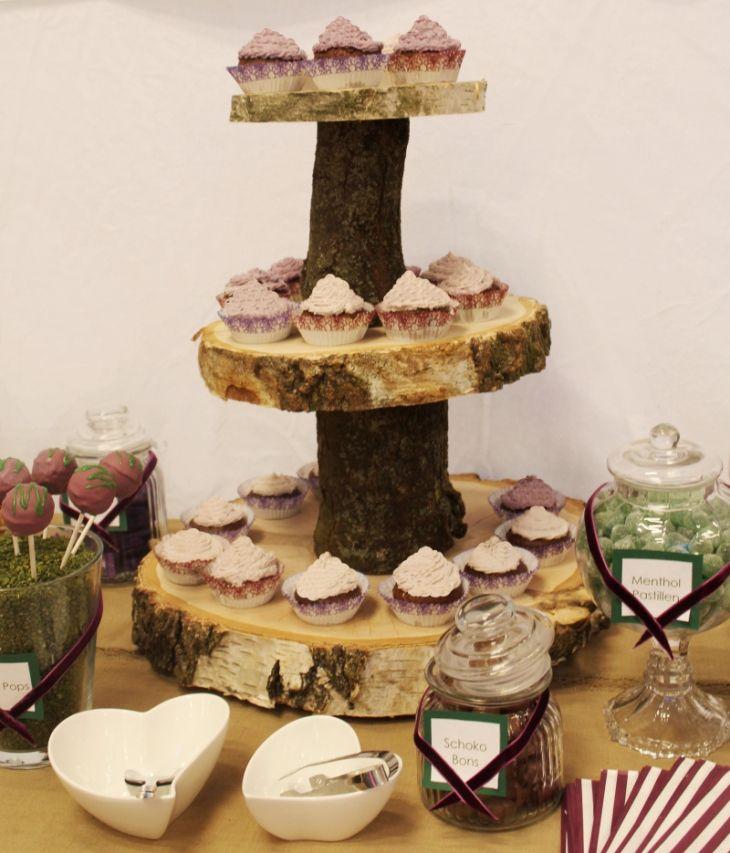 Diese Etagere Aus Baumscheiben Kann Auch Fur Eine Cup Cake Torte
